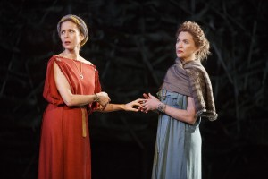 Jessica Hecht, keft, and Annette Bening aws Regan and Goneril