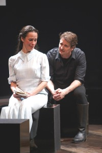 Hamlet (Jonathan Goad) and Ophelie (Adrienne Gould)